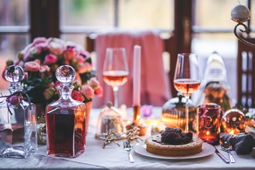 s_dinner-meal-table-wine